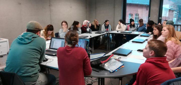 Produktion der Radiosendung mit Schülerinnen und Schülern der GSH.