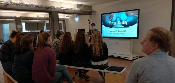 Schülerinnen und Schüler der GSH beim Virtual Reality Workshop.